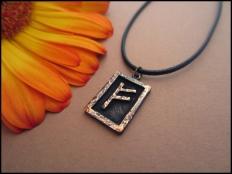 Fehu Rune Pendant - Wealth